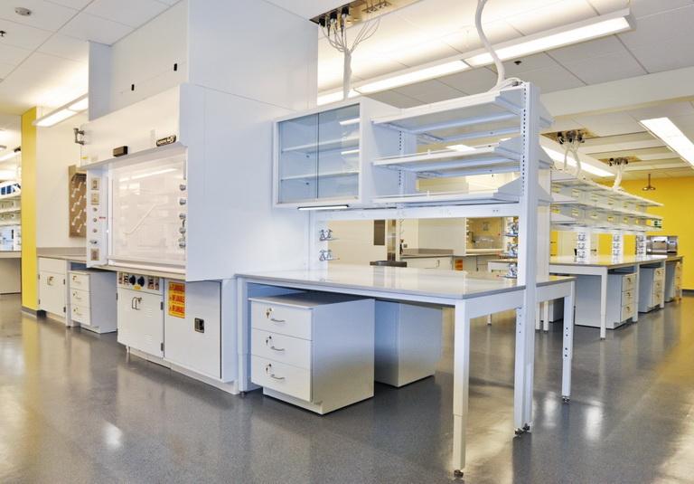 ¿Qué debo considerar para el diseño, construcción y acondicionamiento de mi laboratorio?